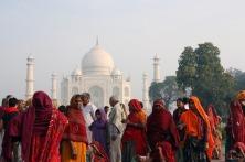 Ao fundo o Taj Mahal em Agra, na Índia